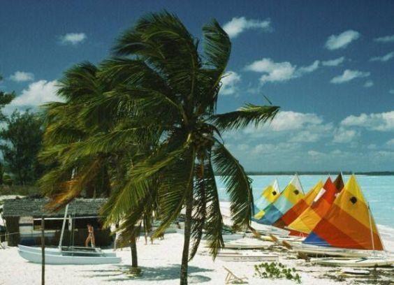 563c93304ecc21454573336cf67bf1ee--slim-aarons-the-bahamas